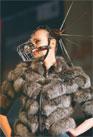 ИЗВЕСТНЫЙ ДИЗАЙНЕР АЛЕКСЕЙ ЗАЛЕВСКИЙ  одел на своих моделей... собачьи намордники