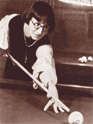 Рина Зеленая играет в биллиард, Ялта, 1926