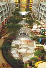 НА 16 ПАЛУБАХ ОКЕАНСКОГО ЛАЙНЕРА «ОАЗИС МОРЕЙ», кроме уже привычных казино, ресторанов, бассейнов, разместятся парк с живыми деревьями и даже пирс с каруселью