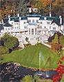 ЗА 103-КОМНАТНЫЙ ОСОБНЯК «АПДАУН-КОРТ», превосходящий по размерам резиденцию английской королевы — Букингемский дворец, просят «всего» 110 миллионов долларов